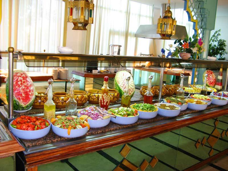 Cuisine d t couverte maison fiche idviva77754 belle villa for Club piscine toile solaire
